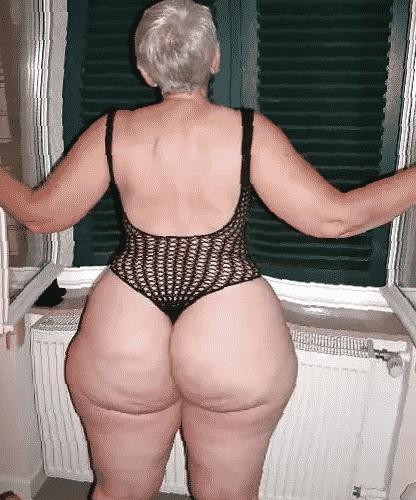 Will niemand meine feuchte Oma Muschi ficken?